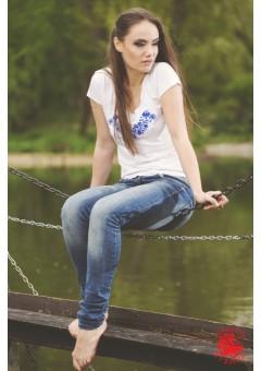 Szervető - Hímzett női  póló kalocsai mintával - kék hímzéssel