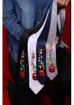 Kézzel hímzett nyakkendő