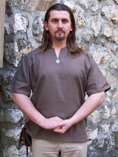 Férfi rövid ujjú íjászing hímzéssel
