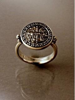 Istargami oroszlános gyűrű