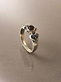 Köves istenfaleveles gyűrű
