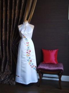 Menyasszonyi ruha kalocsai hímzéssel