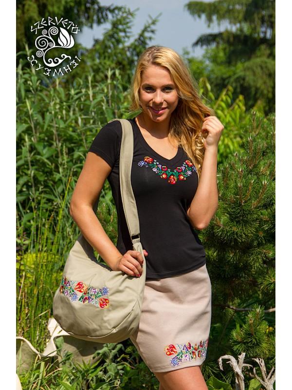 Szervető - Hímzett női póló kalocsai mintával - V nyakú 47770ee0d4