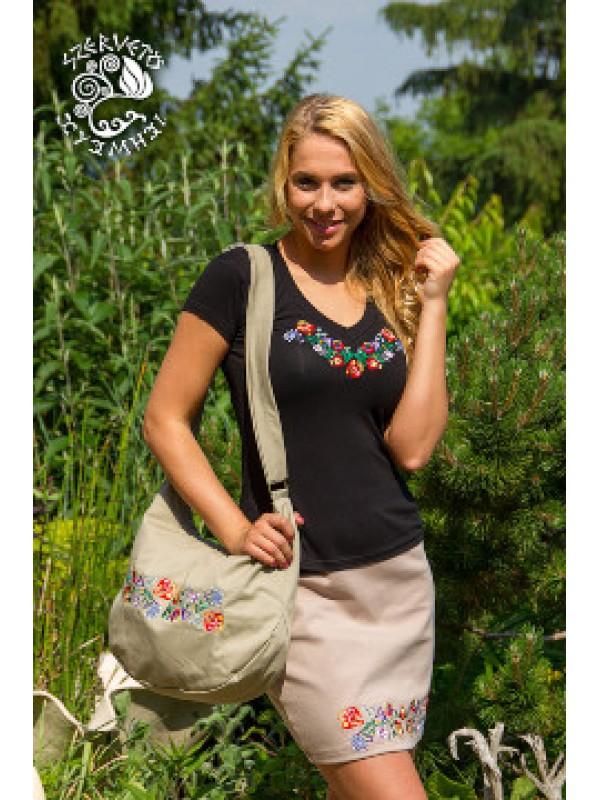 Szervető - Hímzett női póló kalocsai mintával - V nyakú f74356971a