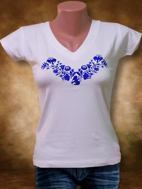 Szervető - Hímzett női póló kalocsai mintával - kék hímzéssel cb4b29f17e