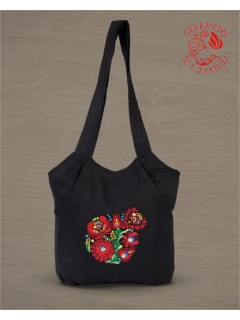 Szervető sokzsebes táska matyó mintával - fekete